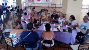 Coordenadores_de_Cidades_reunidos_em_grupos_discutindo_sobre_indicacoes_de_nomes_para_o_processo_de_sucessao_da_Coordenacao_Estadual_do_MFC-MG_(2)