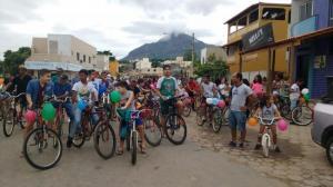 Quarto_passeio_ciclistico_Familia_em_Movimento_em_21_de_abril_com_centenas_de_pessoas_com_direito_a_reportagem_por_uma_grande_rede_de_televisao
